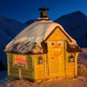 10m Grill Cabin white red shingle in Snow
